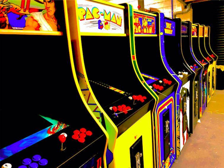 Mettre des jeux d'arcade rétros dans un espace détente